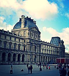 """Museo del Louvre Utilicé PhotoPs ( """"Blemish"""" en los rostros de los turistas y """" Avenue Effect"""")."""