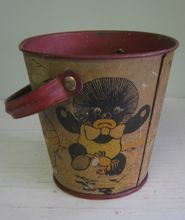 Vintage Child's Toy Tin Sand Pail or Bucket ~ Golliwog & Crab. Vintage Lunch Boxes, Vintage Tins, Vintage Stuff, Tin Pails, Buckets, Pail Bucket, Seaside Art, Sand Toys, Hobby Toys