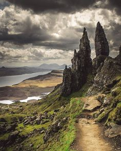 Old Man of Storr, Isle of Skye, Scotland Places To Travel, Places To See, Belle Image Nature, Scotland Travel, Ireland Travel, Galway Ireland, Cork Ireland, Ireland Vacation, Highlands Scotland