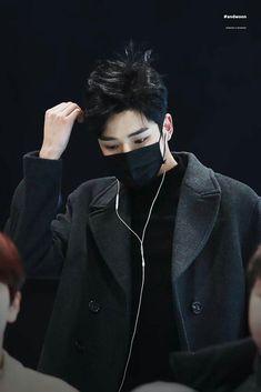 Rowoon in black is my religion Asian Actors, Korean Actors, K Pop, Bad Boys, Cute Boys, Neoz School, Sf 9, Bae, Jung Hyun