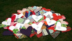 Herzkissen aus Stoffresten / Heart-shaped pillows made from scraps of fabric / Upcycling