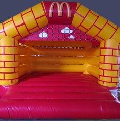 Zákazková výroba nafukovacích skákacích hradov pre deti.