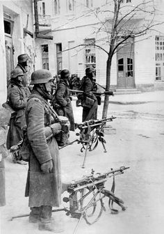 1943 WINTER IN SMOLENSK ( 2 x MG 34 machine guns & SVT 40)