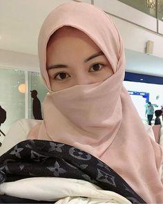 Casual Hijab Outfit, Hijab Chic, Beautiful Muslim Women, Beautiful Hijab, Hijabi Girl, Girl Hijab, Niqab Fashion, Beauty Full Girl, Asian Beauty