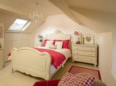 I've never been one for girly bedrooms but this one at Helens Lavender Cottage is just lovely