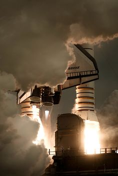 US Space Shuttle Endeavour OV-105 on launch