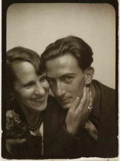 Gala and Salvador Dali; in a photo booth. She was Salvador Dali's most famous muse, the love of his life, his manager and mentor. When Gala passed in Dali no longer would continue his art. Vintage Photo Booths, Kunst Online, Foto Art, Famous Artists, Famous Faces, Old Photos, Art History, Famous People, Che Guevara