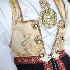 bunad aust-agder åmlibunad opplut Tribal Dress, Wedding Costumes, Going Out Of Business, Folk Costume, Antique Photos, Body Modifications, Festival Wear, Traditional Dresses, Dance Wear