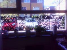 Ik heb  roomdividers van Xenos voor het raam hangen. Staat heel leuk !!!!