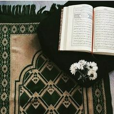 Image discovered by Sëlî Nâ. Find images and videos about quran, ayat and holy quran on We Heart It - the app to get lost in what you love. Quran Wallpaper, Islamic Wallpaper, Mecca Wallpaper, Quran Pak, Islam Quran, Quran Arabic, Islam Hadith, Islamic Inspirational Quotes, Islamic Quotes