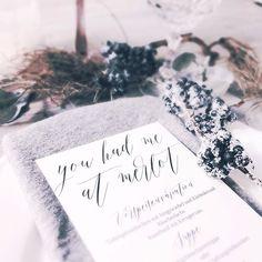 """Unsere Menükarte """"oh darling let's celebrate"""" --> wie immer online im Shop 🍴🍷 #hochzeit #hochzeitskarten #hochzeitseinladung #hochzeitspapeterie #hochzeitseinladungen #wedding #weddingstationery #menükarten #menükarte #papeterie"""