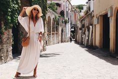 """The saying """"time flies when you're having fun"""" couldn't be more relevant to my trip in Italy. I am so sad to think that my three weeks in this beautiful country Italy Street Fashion, Europe Fashion, Natasha Oakley, Italy Summer, Italy Outfits, Summer Hats, Summer Time, Vacation Style, Outfits With Hats"""