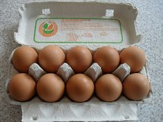 Consumers are buying more cage-free and organic eggs, but a Wisconsin nonprofit that promotes natural foods says the products aren't always what they're cracked up to be. Fresco, Real Food Recipes, Healthy Recipes, Organic Eggs, Origami Fish, Wheat Pasta, Living On A Budget, Nutrition Information, Budget Meals