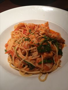 Seafood pasta from Milestones Food Pics, Food Pictures, Seafood Pasta, Tasty Dishes, I Love Food, I Foods, Spaghetti, Ethnic Recipes, Noodle