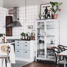 6 Retro kitchen spaces that will instantly steal your heart (Daily Dream Decor) Home Kitchens, Kitchen Design, Sweet Home, Kitchen Dining Room, Kitchen Decor, Kitchen Interior, Kitchen Dinning, Retro Kitchen, Home Decor