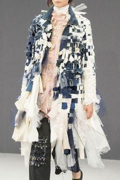 Textiles fashion - Viktor & Rolf at Couture Fall 2016 – Textiles fashion Denim Fashion, Fashion Art, High Fashion, Fashion Show, Womens Fashion, Fashion Design, 1950s Fashion, Vintage Fashion, Haute Couture Style