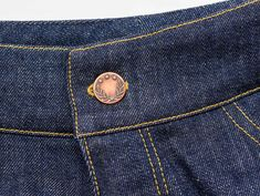 Good Cost-Free Sewing Jeans Buttonholes and Buttons: A tutorial - The Last Stitch Concepts I enjoy Jeans ! And even more I like to sew my own personal Jeans. Next Jeans Sew Along I'm like Next Jeans, Sewing Machine Thread, Sewing Jeans, Last Stitch, How To Make Buttons, Sewing Projects For Beginners, Sewing Hacks, Sewing Tips, Pattern Blocks