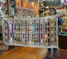 Navajo Weaving, Navajo Rugs, Hand Weaving, Native American Rugs, Native American Patterns, Southwestern Rugs, Southwest Art, Indian Arts And Crafts, Indian Blankets