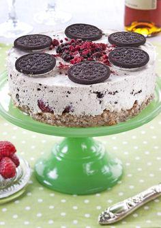 Vidunderlig ostekake med Oreokjeks, bringebær og nøttebunn.