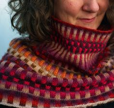 Free Knitting Pattern for Inspira Cowl - This gorgeous cowl by graphica features corrugated ribbing with two different colored yarns are stranded across each round, inspired by steampunk designs. Pictured project by missynell.