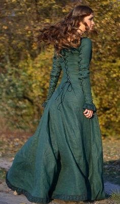 See this and similar costumes - Autumn Princess - medieval clothing renaissance costume - The Autumn Princess is an elegant natural flax linen dress. This medie. Costume Renaissance, Renaissance Dresses, Medieval Costume, Renaissance Fair, Medieval Gown, Medieval Fashion, Medieval Clothing, Historical Clothing, Fall Dresses