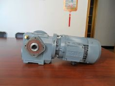 75 this involute cylindrical gear reducer reducer, select material, fine process is reasonable. Output driven by two wheels (one of which is a medium wheel drive, has a large carrying capacity, high transmission efficiency, is widely used in mining machinery, construction machinery, cement machinery, etc.