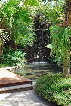 Tropical landscape design at Villa Batavia, Bali by Bali Landscape Company…