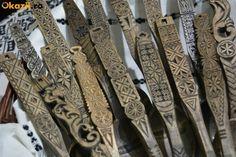 linguri de lemn traditionale romanesti sculptate - CLIPE TRAITE ALTFEL ! Our Country, Wooden Spoons, Wood Sculpture, Romania, Woodworking, Metal, Wood Work, Ethnic, Google Search