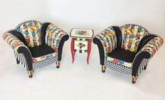 a look at Kari Bloom's dollhouse miniature furnishings.