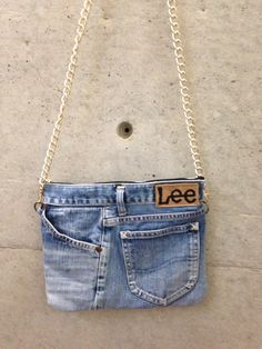 10 Jeans handbag, all pockets with function, bag is very stable Length can . - recycled jean bags -Best 10 Jeans handbag, all pockets with function, bag is very stable Length can . Artisanats Denim, Denim Purse, Blue Jean Purses, Diy Sac, Denim Ideas, Denim Crafts, Recycled Denim, Old Jeans, Handmade Bags