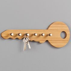 This key shelf in the shape of a key is made of bamboo wood and stainless steel. It adds an original touch to every hallway. Handmade Wood Furniture, Home Decor Furniture, Furniture Projects, Bedroom Furniture, Woodworking Projects Diy, Diy Wood Projects, Woodworking Plans, Woodworking Techniques, Woodworking Shop