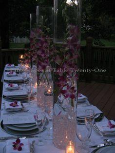 centro de mesa de flores sumergidas con cuentas de colores en acrilico