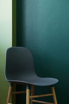 Tikkurila vuono Green Wall Color, Wall Colors, Paint Colors, Green Walls, Paint Walls, Chairs, Painting, Furniture, Home Decor