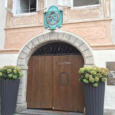 Guten Morgen! Türen offen, Sonne rein.  #stpeterstiftskeller #türenauf #welcome #salzburgstadt #salzburgaltstadt #salzburgaustria #visitsalzburg #mozartstadt