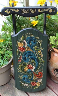 "Norwegian Rosemaling in Telemark Style ~ Bass Wood Christmas Sled ~ Reading ""God Jul"" by FolkartbyCathy on Etsy Clock Painting, Tole Painting, Painting On Wood, Painted Chairs, Hand Painted Furniture, Acrylic Painting Techniques, Art Techniques, Art Decor, Decoration"