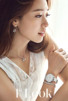 Look released more images for the December photo shoot they did with Park Shin Hye showing pieces of Swarovski jewelry! Park Shin Hye, The Heirs, Korean Actresses, Korean Actors, Korean Women, Korean Girl, Korean Beauty, Asian Beauty, Kdrama