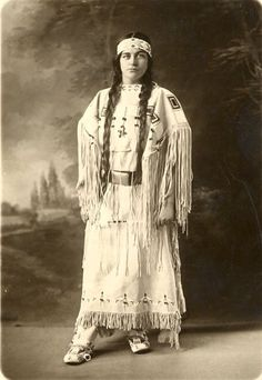 Ruth posing in the buckskin dress that she wore at her meeting with President Calvin Coolidge in Courtesy of MHC Archives. Native American Wedding, Native American Cherokee, Native American Clothing, Native American Beauty, Native American Photos, Native American Tribes, Native American History, Cherokee Indian Women, American Symbols