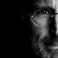 7 secretos de Steve Jobs para potenciar tu emprendimiento. Steve Jobs, Career Development, Paintings, Sculpture, Business, Image, Finance, Black White Photography, Monochrome