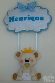 Enfeite de porta em feltro, no tema urso príncipe. Pode ser feito nas cores de sua preferência. Consulte! R$ 75,00