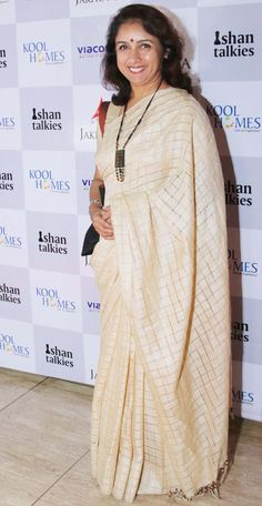 Revathi at the screening of 'Margarita With A Straw' in Delhi. I'd go with a different blouse. Gold, or black or turmeric yellow or tomato red would all be good combination for the saree.