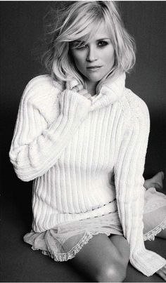For the October issue of Marie Claire US, beautiful actress Reese Witherspoon is shot by photographer Tesh in these intimate black and white portraits for an editorial and cover. Reese Witherspoon, Cathy Waterman, My Hairstyle, Cool Hairstyles, Pretty People, Beautiful People, Beautiful Women, Vogue, Mode Style