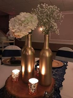 Ideas for vintage wedding table centerpieces wine bottles Anniversary Decorations, 50th Wedding Anniversary, Anniversary Parties, Deco Buffet, Deco Table Noel, Vintage Wedding Centerpieces, Wedding Decorations, Table Decorations, Black And Gold Centerpieces