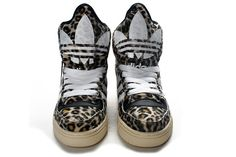 Jeremy Scott M Attitude Logo Leopard Adidas Originals sneakers versatile, using quick-drying uppers, fashion sports shoes, a large area of fabric uppers, breathable and comfortable, providing 360-degree campaign ventilation, stylish exterior design inspired your fashion enthusiasm.