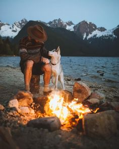 RV And Camping. Great Ideas To Think About Before Your Camping Trip. For many, camping provides a relaxing way to reconnect with the natural world. If camping is something that you want to do, then you need to have some idea Hiking Dogs, Camping And Hiking, Camping With Kids, Camping Life, Camping Hacks, Camping Dogs, Camping Nature, Camping Cooking, Backpacking