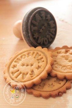 sablés by tania Desserts With Biscuits, Mini Desserts, Yummy World, Kinds Of Cookies, Biscuit Cookies, Family Meals, Good Food, Food And Drink, Gluten