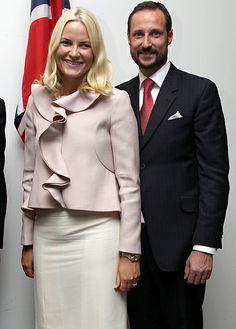 princesse mette, prince haakon...(one of her prettiest suits)