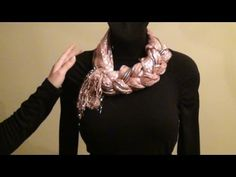 Scarf tying tutorial--really beautiful suggestions! Scarf Knots, Ways To Wear A Scarf, How To Wear Scarves, Diy Fashion, Ideias Fashion, Scarf Tying Tutorial, Head Scarf Tying, Women Ties, Ties