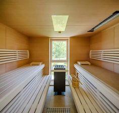 """Sauna mit Standofen """"Mythos"""" und großzügigen Liegeflächen"""