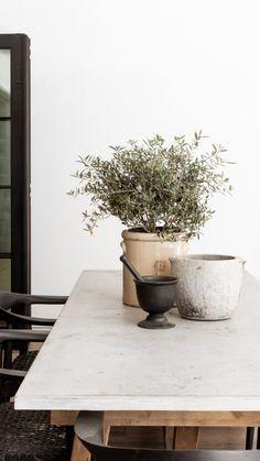 Dining Room Inspiration, Home Decor Inspiration, Home Interior Design, Interior Styling, Organic Modern, Minimalist Decor, Minimalist House, Outdoor Dining, Dining Table