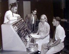Grace #Hopper, pionera en el lenguaje de #programación, dedicó su vida, su inteligencia y su ingenio a la computación.  #FlipOver